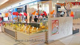 Wooden customized nut kiosk for shopping mall